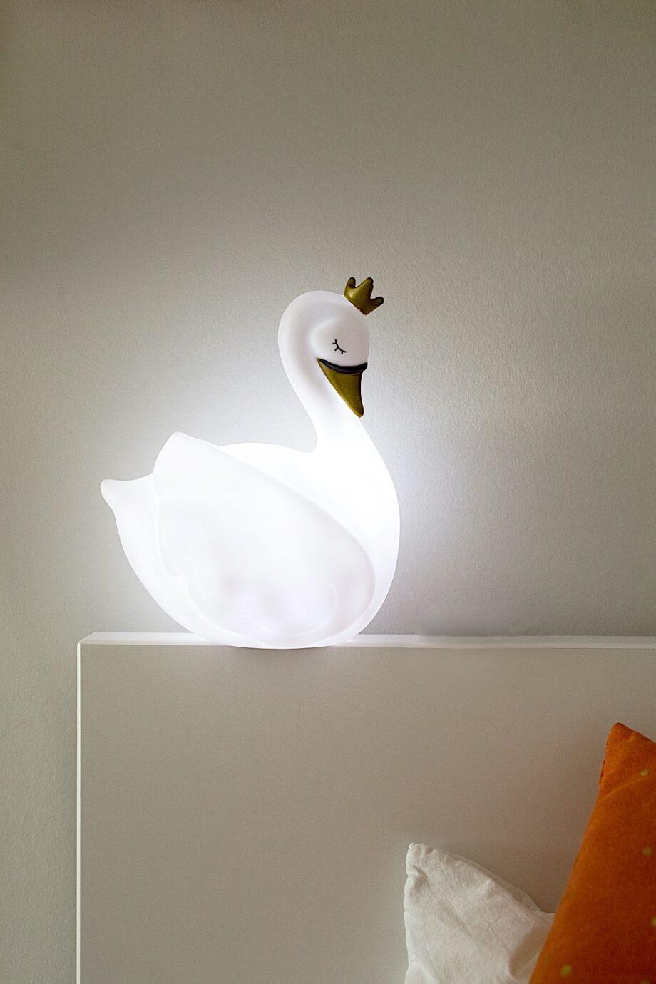 Veilleuse - Dame Blanche - Atelier Pierre junior - La Dame Blanche illumine la chambre d'enfant avec élégance.