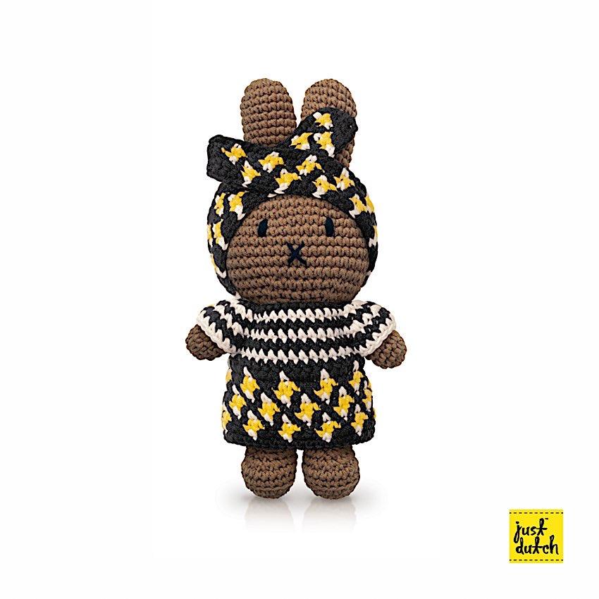 Miffy Afro-Outfit - Just Dutch - Miffy est LE doudou rêvé pour vos enfants. Ses différents vêtements en font autant de personnages. Version Afro.