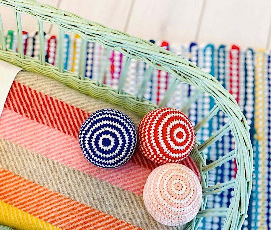 Jouet en crochet - Balle - Just Dutch - Le jouet en crochet balle est une création originale de Just Dutch,